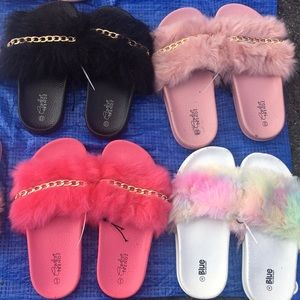 Fur sandals with gold chain for girls